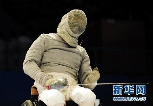 中国香港选手包揽男子个人佩剑B级冠亚军[组图]