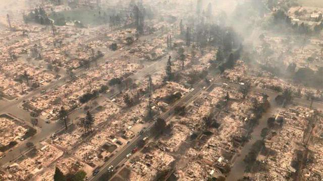 加州大火影响NFL比赛 突袭者队员戴面具训练