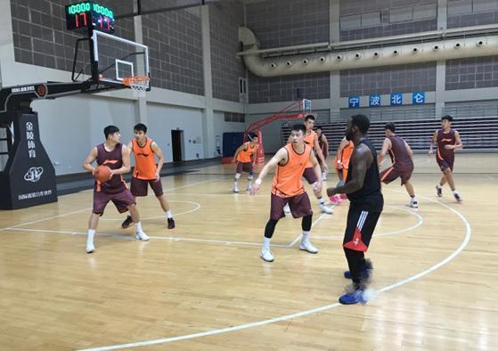 鲁媒:张庆鹏近期加盟山东 不会送内线去北京