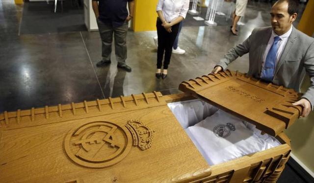生财有道!皇马提供葬礼服务 提供定制棺材
