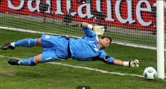 巴拉圭门神独力淘汰巴西 请称他圣-比利亚尔
