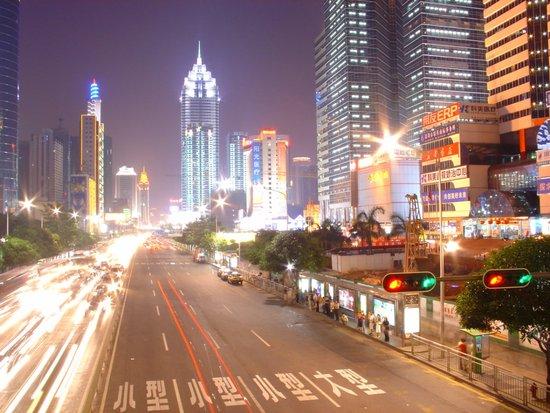 深圳展现经济特区新精神 博大胸怀包容每一人