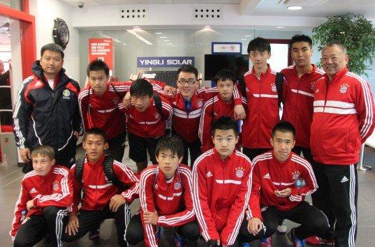 拜仁青年杯成校园足球聚会 交流学习切磋球技