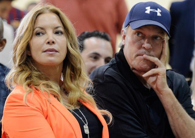 NBA局内人:他效力湖人35年 险让科比保罗联手