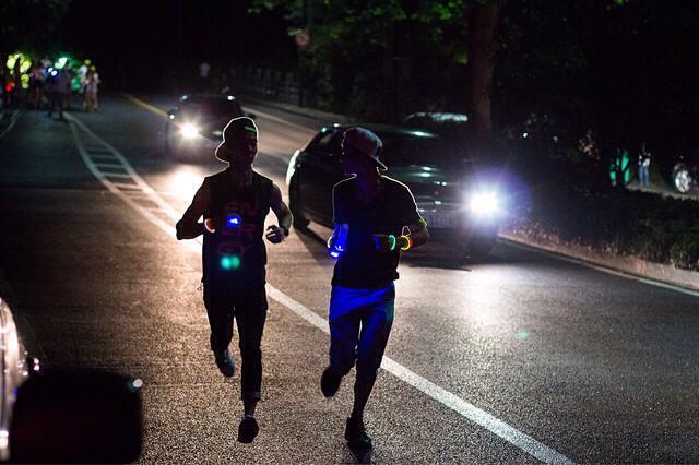 上班族夜跑有8点要注意 穿亮色衣服别戴耳机