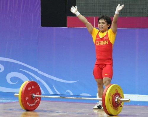 中国青奥会代表团首金产生 举重女将田源夺魁
