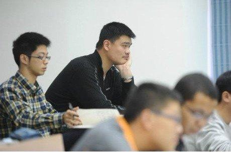 """姚明曾婉拒""""淡定哥""""合影 对老师谦虚有礼貌"""
