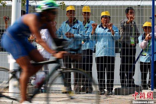 中国选手易思玲获得射击女子10米气步枪金牌