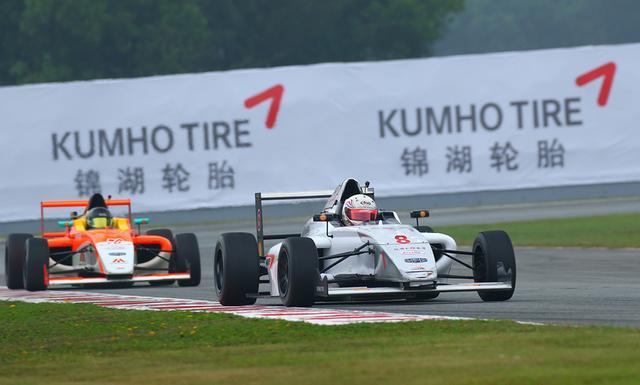 锦湖轮胎车模抢镜F4整赛季 轮胎助赛事更精彩