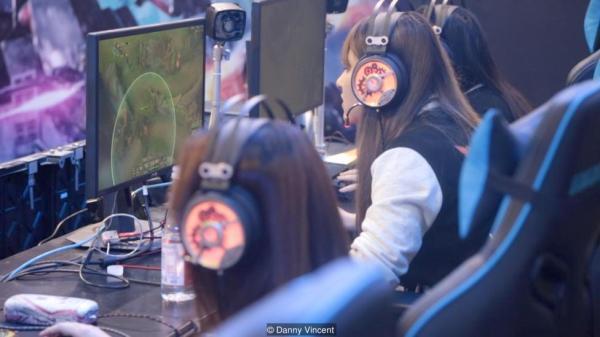 BBC聚焦顶级女子电竞队 电竞女玩家不只是花瓶
