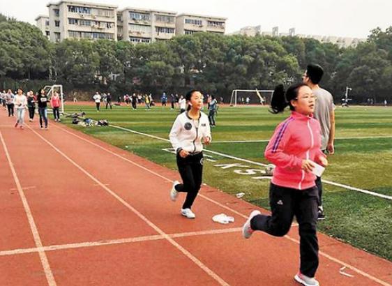 """辽宁高校推广""""跑步打卡"""" 学生从抱怨到接受"""