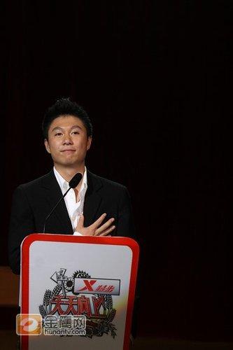 图文:体操王子李小鹏宣布退役