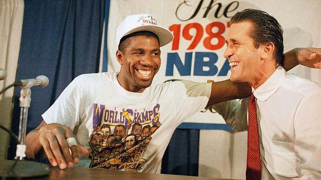 谁是NBA历史第一主帅?听听魔术师约翰逊怎么说