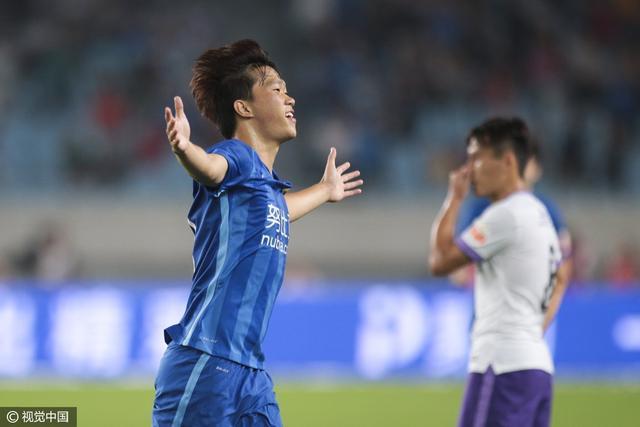 苏宁主场2-0泰达夺双线5连胜 谢鹏飞传射建功