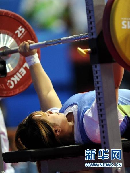 举重:中国选手崔建金夺女子60公斤级金牌[组图]