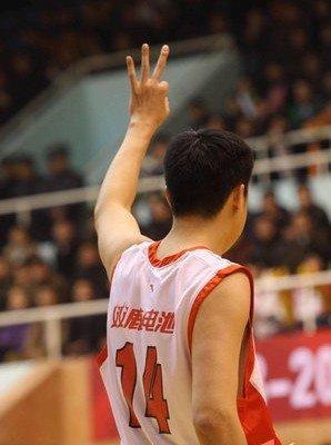 王治郅:没鞋穿才打篮球 定海神针就是金箍棒