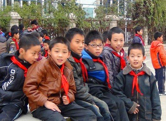 苏州晓东水泥小学足球赛足球地上享a水泥校园钱一年小学多少昆明图片