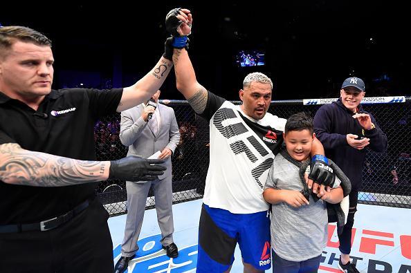 UFC110综述:11场对决5次KO 亨特击退刘易斯