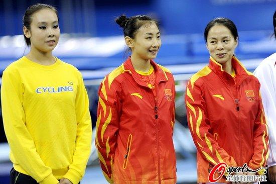 蹦床资格赛何雯娜头名 中国男女选手均揽前2