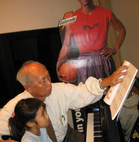 美女儿时曾疯狂迷恋MJ 曾每天带乔丹展板上街