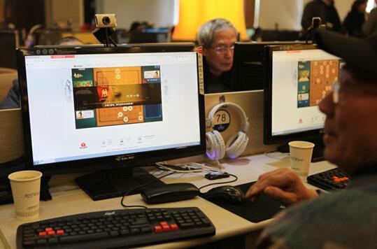 上海网吧里办棋牌大赛 古稀老人老有所乐