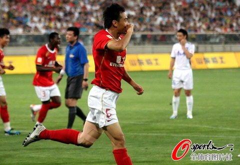 广州1-0天津重返榜首 十轮不败冯潇霆献绝杀