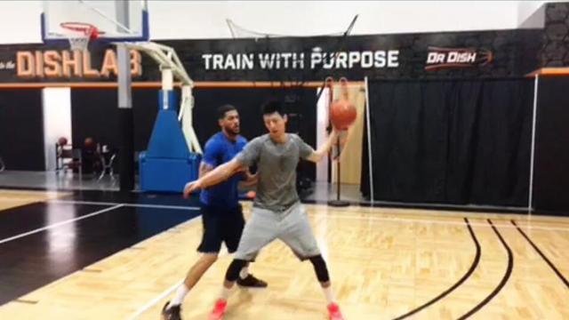 赵岩昊晒特训视频:欧洲步上空篮的101种方式