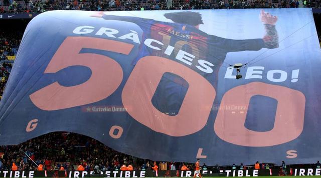 震撼!诺坎普巨幅TIFO致敬梅西500球:谢谢你莱奥