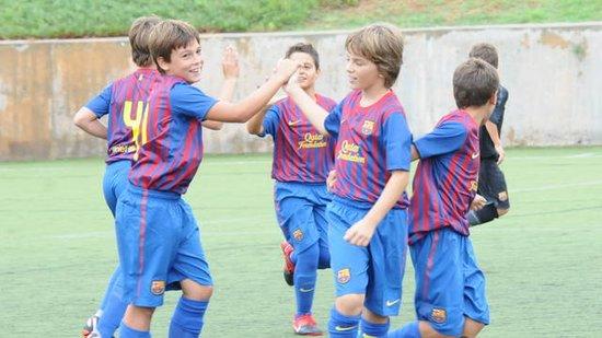 FCBEscola 享受足球训练比赛的乐趣