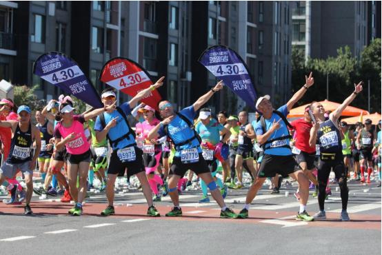 领跑者行动 肩背刀旗,穿越长安街一路向北