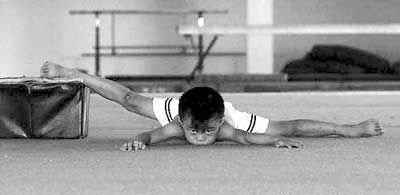 体操残酷训练照引热议 陈一冰:那是旧体操
