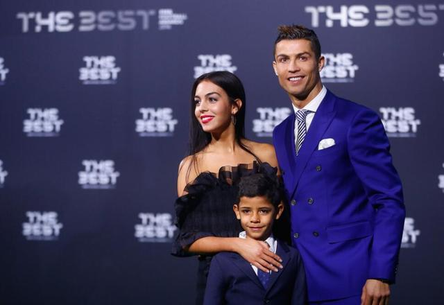 C罗压梅西荣膺2016世界足球先生 生涯两度夺魁