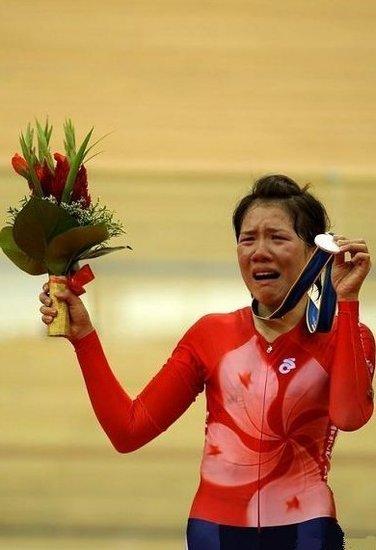 香港选手肋骨骨裂仍带伤摘银 称从未想过放弃