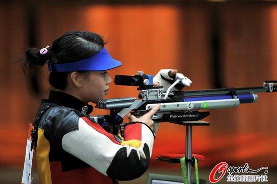 易思玲摘10米气步枪金牌 中国选手包揽冠亚军