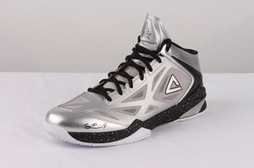 帕克系列篮球鞋引爆海外市场