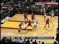 视频:火箭vs热火 詹姆斯挤入篮下单手暴扣