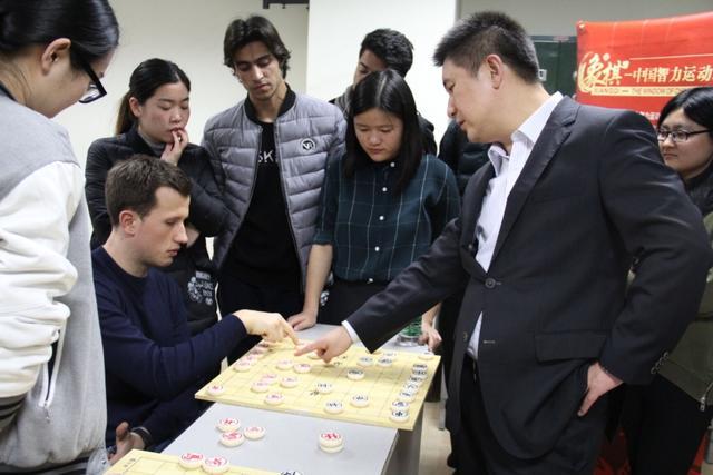 在教学完象棋的根本常识图片