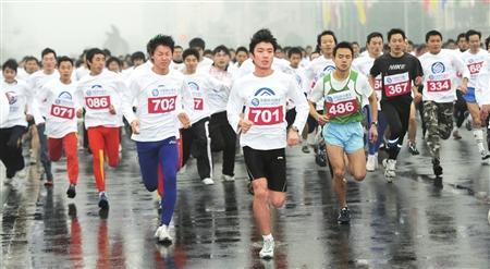 成都市元旦节全民健身跑 市民万人跑步迎新年