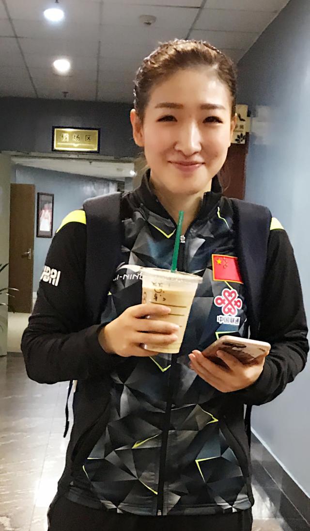 女神节:大魔王陪孩子队员加练 中国女将过节不轻松