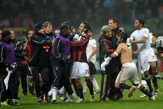 米兰输球引发群殴 加图索两次对热刺教练动手