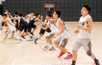 """重庆崽放弃耐克高薪 当""""创客""""办篮球训练营"""