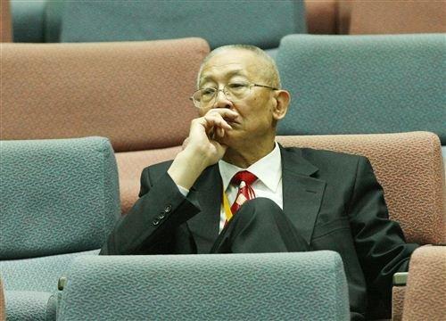 图文:中国女排战俄罗斯 排联主席魏纪中观看