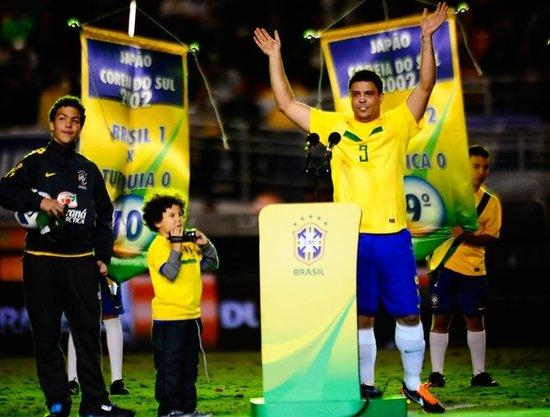 罗纳尔多热泪盈眶向球迷致歉未能进球(视频)