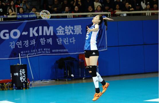 优胜晋级 上海光明优倍女排主场3:2力克江苏女排挺进决赛