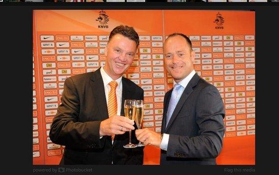 荷兰足协宣布范加尔为新任主帅 向世界杯看起
