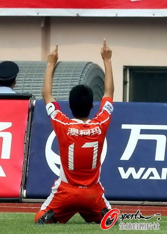 青岛3-1送杭州6轮不胜 郑龙两助攻刘健世界波
