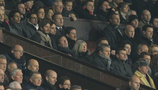 图文:曼联VS阿森纳 小贝看台坐观红色大战