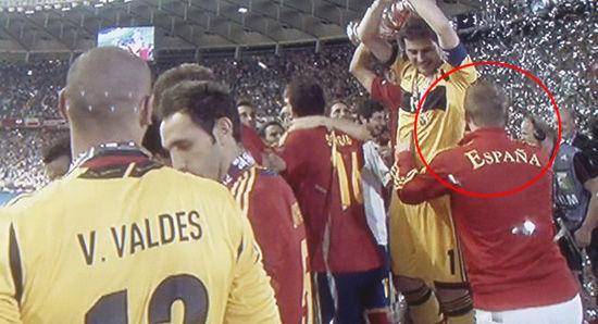 西班牙狂欢现不速之客 强抱卡西终遭驱逐(图)