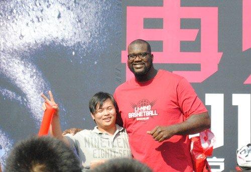 奥尼尔中国行秀三大绝招 他仍是NBA娱乐之王