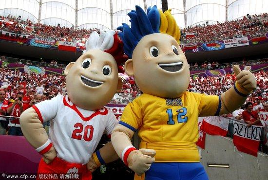 2012欧洲杯正式开幕 匈牙利钢琴王子掀起高潮